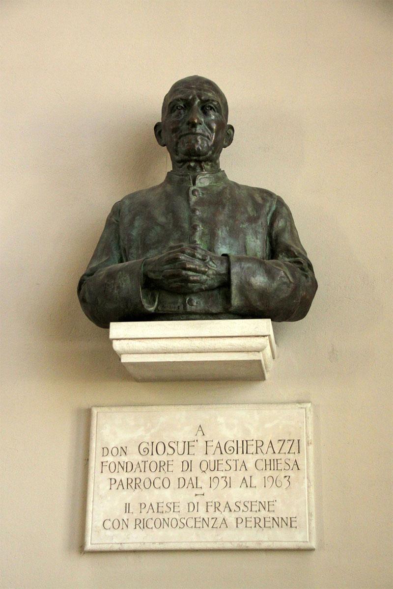 Chiesa nuova di Frassenè: il busto che ricorda il promotore della costruzione, don Giosuè Fagherazzi