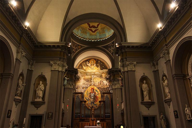 Chiesa parrocchiale di Rivamonte con-al centro l'imponente raffigurazione di S. Floriano