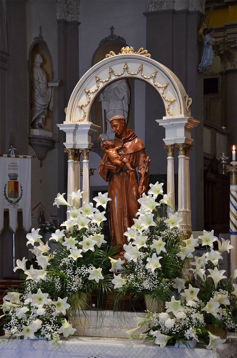 L'immagine votiva di S. Antonio esposto nel giorno della festa