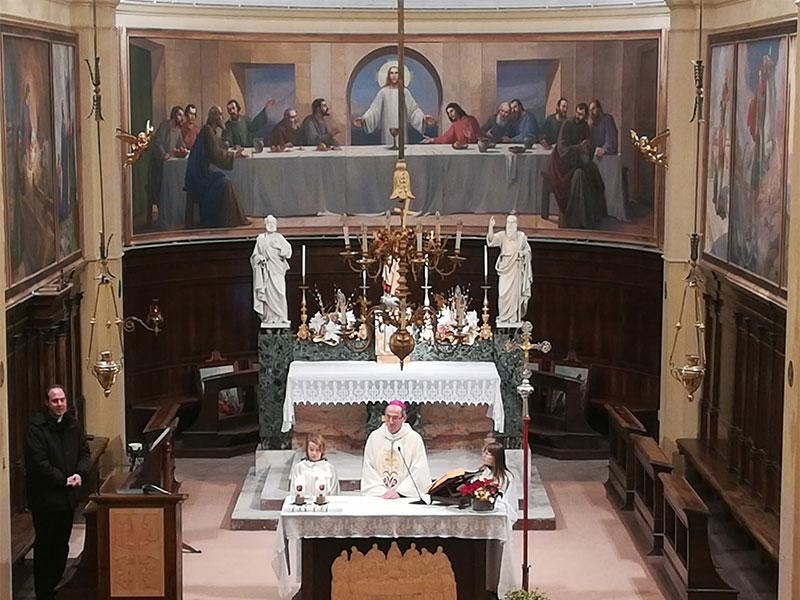 Il vescovo Renato in visita alla comunità di Tiser