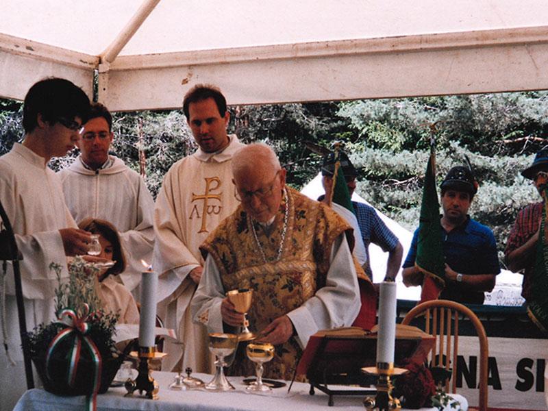 È morto don Flavio Del Longo